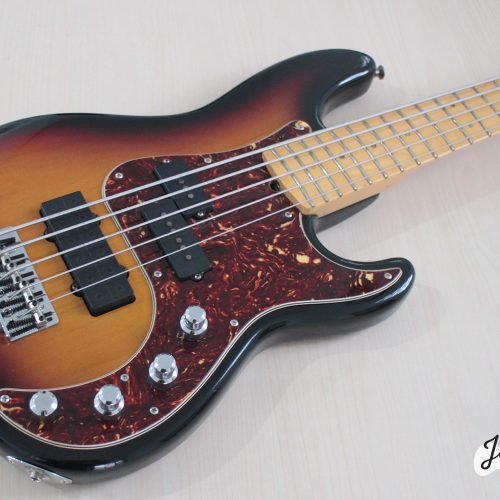 Fender_precision_deluxe5_bass3